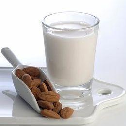 Мляко от сурови бадеми