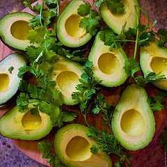 Авокадо салата с лайм сос